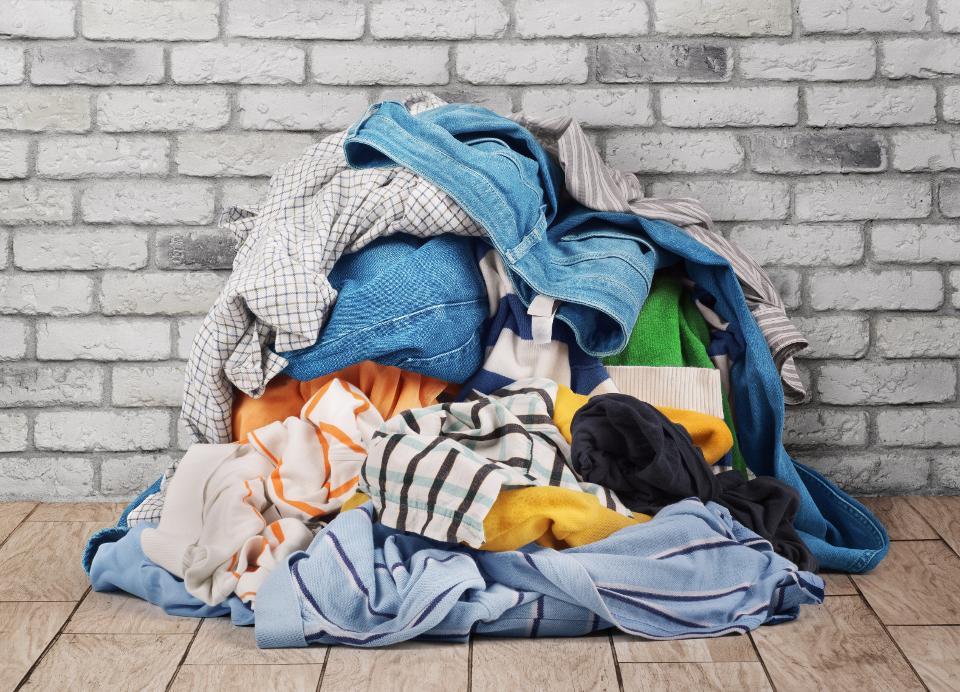 ¿Cuánto tiempo vive el coronavirus COVID-19 en la ropa? ¿Cómo lavarlos?